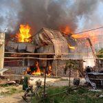 Hỏa hoạn thiêu rụi xưởng chế biến gỗ ngoại thành Hà Nội