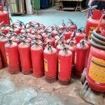 Bình chữa cháy bột dập tắt đám cháy bằng cách nào?