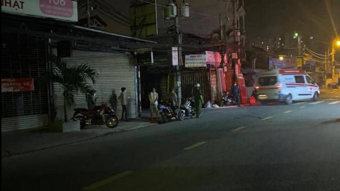 0h05 ngày 02/6/2021, ngôi nhà trong hẻm 102 đường Bình Long, (phường Phú Thạnh, quận Tân Phú, TP.HCM) bốc cháy dữ dội